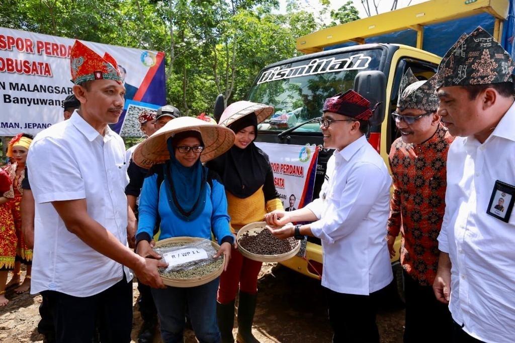 Kegiatan peluncuran ekspor kopi di Malangsari Banyuwangi. (Foto. Istimewa)